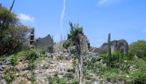 De ruïne van landhuis Sorgvlied in het Christoffelpark.